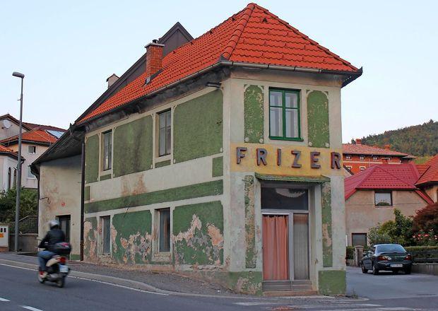 V Postojni bi oživili legendarni brivsko-frizerski salon
