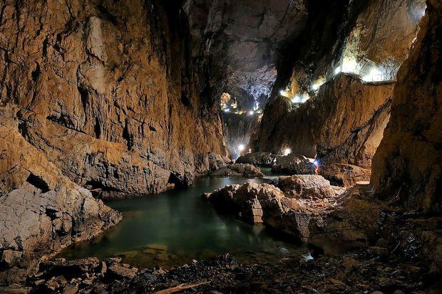 200 let obiskovanja in raziskovanja jam