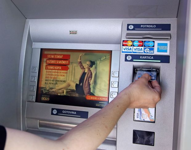 Podgana v bankomatu