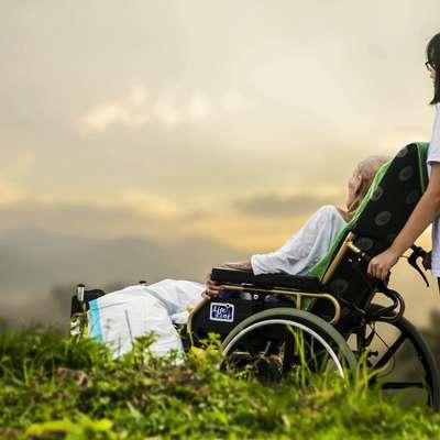 Soočenje z življenjem v vsej njegovi resničnosti, tudi z njegovim  koncem, je temelj za resnično, trdno srečo, menijo v Hospicu.