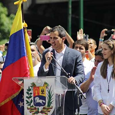 Začasnega predsednika Juana Gerarda Guaidója podpira veliko  državljanov in 50 držav, med njimi tudi Slovenija. Foto: Alex Coco Pro