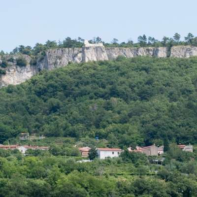 Črni kal je bila obmejna vasica pod Kraškim robom, na meji med Beneško republiko in Habsburško monarhijo. Foto: Nives Pernat