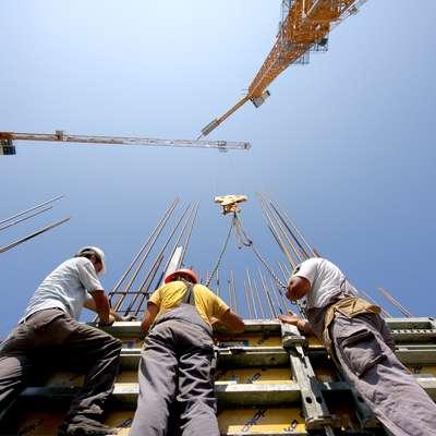 Največ delovnih mest se bo v Sloveniji odprlo v gradbeništvu. Foto: Leo Caharija