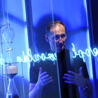 Jurij Krpan s programom v Kapelici nenehno odgovarja na dileme,  ki so žive in usmerjene v prihodnost. Foto: Srdjan Živulovič