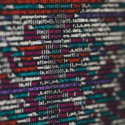 V digitalni dobi z informacijami bolj služijo posredniki kot njihovi  avtorji, a dobrih rešitev, kako to pravičneje razdeliti, še ni na  obzorju.