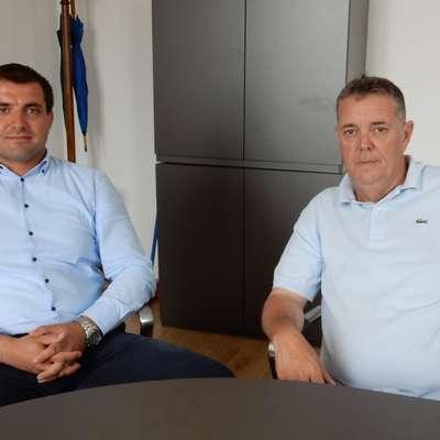 Direktor hvarske turistične skupnosti Petar Razović (levo) in župan  mesta Hvar Rikardo Novak   Foto: Marica Uršič Zupan