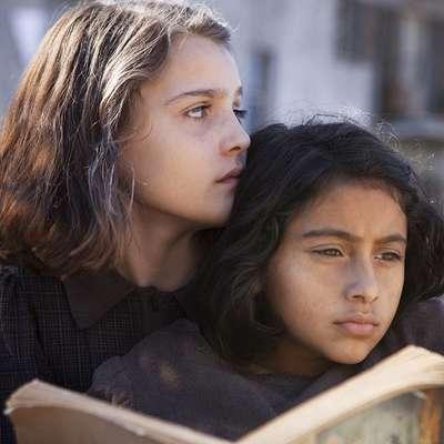 V glavnih vlogah mlade Elene in Lile sta zaigrali Elisa Del Genio (levo) in Ludovica Nasti.