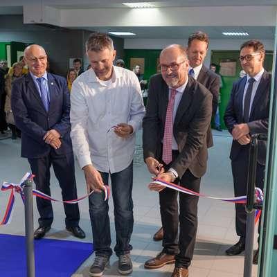 Mediteranski center zdravja so odprli (z leve): Bogdan  Gabrovec, Boštjan Šimunič, Rado Pišot, Boris Popovič in  Matjaž Vogrin.
