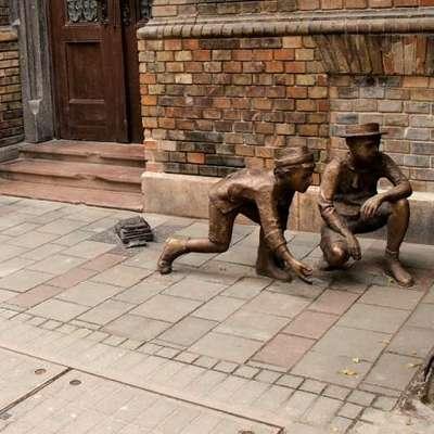 Dečki Pavlove ulice so madžarski mit - o tem pričajo tudi bronasti  kipi v Budimpešti.