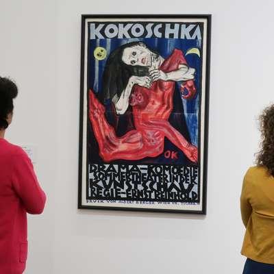 Med najbolj znana dela Oskarja Kokoschke sodi  izzivalni plakat za  kontroverzno uprizoritev njegove ekspresionistične drame Morilec, upanje žensk (1909).   Foto: Andraž Gombač