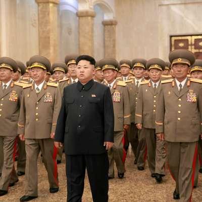 Severnokorejski voditelj Kim Jong-un v ospredju Foto: Xinhua/STA
