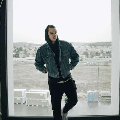 Koprski raper Vauks v novem spotu o odvisnosti od drog
