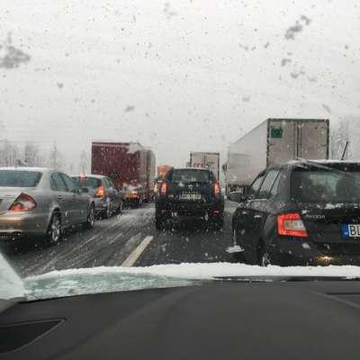 Zimsko vreme povzroča preglavice zlasti na primorski avtocesti