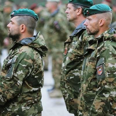 Sindikati, ki zastopajo vojake, so se danes sestali s predstavniki  obrambnega ministrstva. Foto: STA