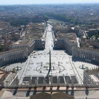 Žrtve spolnih zlorab duhovnikov iz ZDA napovedujejo tožbo proti  Vatikanu. Foto: Tinkara Zupan