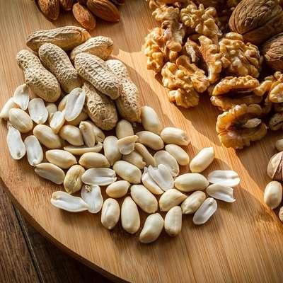 Maščobe krepijo inteligenco, vendar je treba vedeti, katere!  Odločilne za možgane so orehi, lešniki, mandlji, pistacije,  sončnična semena in olja iz njih. Foto: pixabay.com