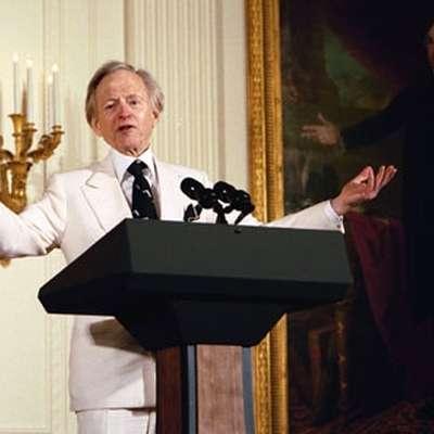 Tom Wolfe na sprejemu v Beli hiši leta 2004. Foto: Vir: Wikipedia