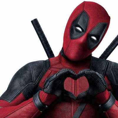 Klepetavi antijunak Deadpool, ki ruši številne konvencije stripovskega herojskega akcijskega filma, se ponovno vrača v velikem  slogu.
