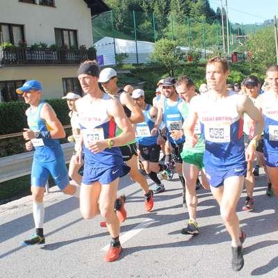 Iz središča Podbrda se bo na štiri gorske teke podalo približno 500   udeležencev vseh starosti. Foto: Igor Mušič