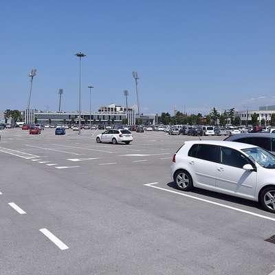 Parkirišče ob koprskem stadionu se bo 1. avgusta spremenilo v  drive-in kino. Foto: Zdravko Primožič/FPA