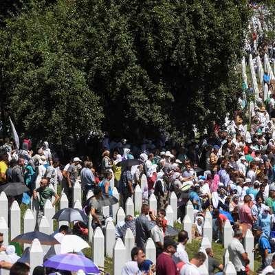 V spominskem centru v Potočarih so doslej pokopali 6575 žrtev  genocida, ki so jih identificirali, še okoli 500 identificiranih trupel  pa so pokopali na drugih pokopališčih. Foto: STA