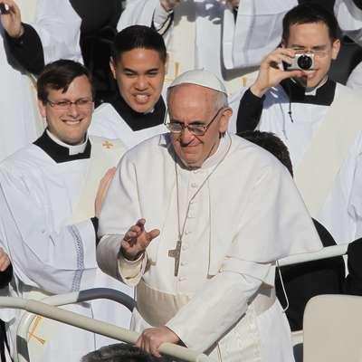 Papež Frančišek je dobil vespo.