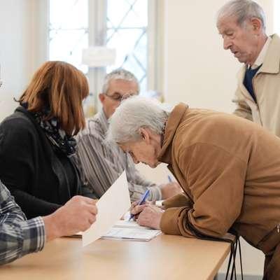 Skupinam volilk in volilcev ter strankam se bo čas za vložitev  kandidatur iztekel 18. oktobra. Foto: STA