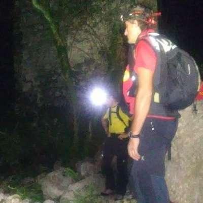 Moški je  v temi opazil  svetilke reševalcev, a  jih ni uspel poklicati,  ker je bil v šoku. Foto: Primorski dnevnik