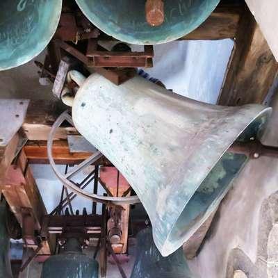 V Kopru se je danes opoldne  še posebej slovesno oglasil najstarejši  koprski zvon svetega Nazarija in Marka, saj danes praznuje svoj  685. rojstni dan. Foto: Andraž Gombač