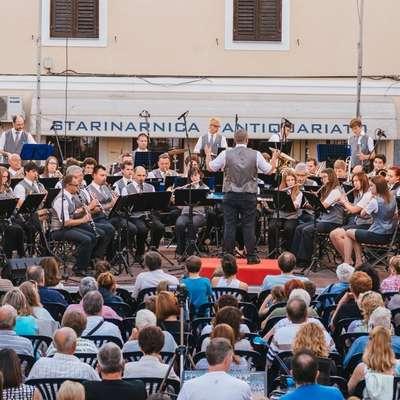 Pihalni orkester Izola neprekinjeno deluje  več kot 140 let.