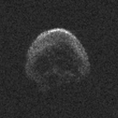 Mimo Zemlje bo okoli noči čarovnic in dneva mrtvih letel asteroid  v obliki lobanje. Foto: jpl.nasa.gov