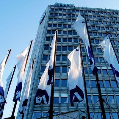 Ker Slovenija ni izpolnila prvotne zaveze Evropski komisiji za  delno privatizacijo NLB do konca leta 2017, mora ta zapreti 15  poslovalnic. Foto: STA