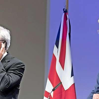 Glavni britanski pogajalec za brexit David Davis (levo) in  glavni pogajalec EU Michel Barnier  Foto: STA