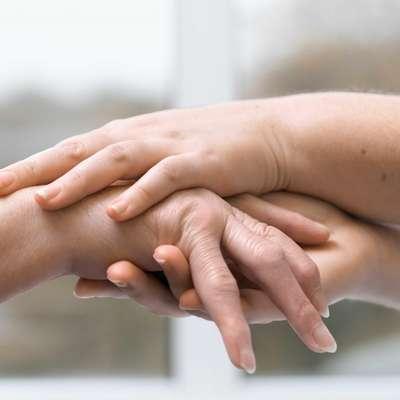 Raziskava: Pri ženski lahko dolžina prstov na levi roki razkrije njeno spolno usmerjenost