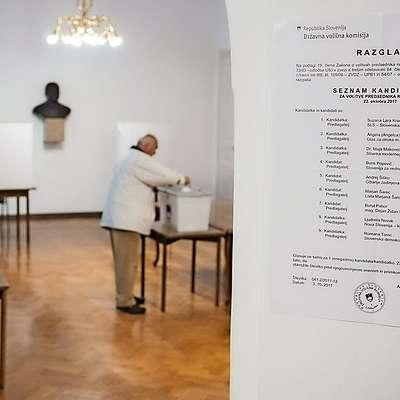Pred nedeljskimi predsedniškimi volitvami je predčasno  glasoval 28.201 volilec oziroma 1,65 odstotka vseh volilnih  upravičencev.