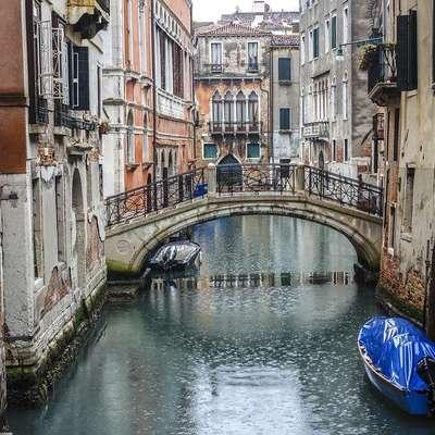Japonske turiste razburil račun za 1100 evrov v eni od beneških restavracij