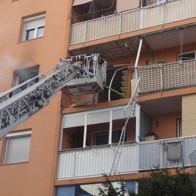 V močni eksploziji v enem od stanovanj bloka v Mariboru, je bilo  po podatkih gasilcev popolnoma uničenih šest stanovanj, ki so  tako neprimerna za bivanje. Foto: STA