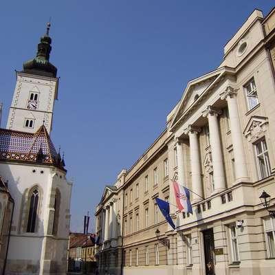 V hrvaškem saboru razpravljajo o odpoklicu vlade zaradi  Agrokorja. Razprava naj bi trajala ves dan, opozicija pa s  pobudo verjetno ne bo uspešna.