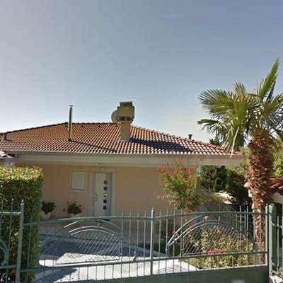 Za to hišo v Portorožu je novi lastnik odštel 1,35 milijona  evrov. Površina hiše (v m2): 260, površina parcele (v m2): cca.  1000. Foto: vir: Google maps