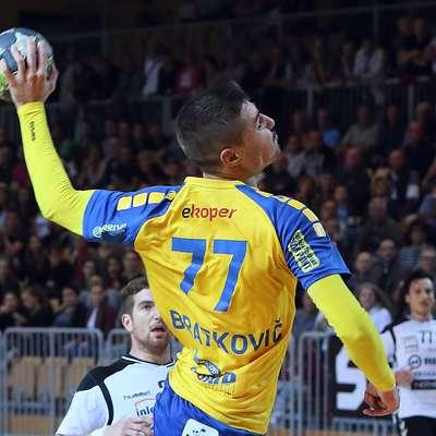Prvi strelec tekme je bil z osmimi goli igralec Kopra Adam  Bratkovič. Foto: Zdravko Primožič/FPA