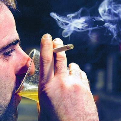 V barih v Avstriji bo še naprej možno kaditi
