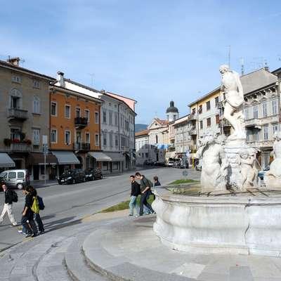 Gorico so uvrstili v skupino sedmih središč, v katerih je propadanje  trgovskega sektorja najbolj očitno, in sicer na predzadnje mesto. Foto: Boštjan Bensa