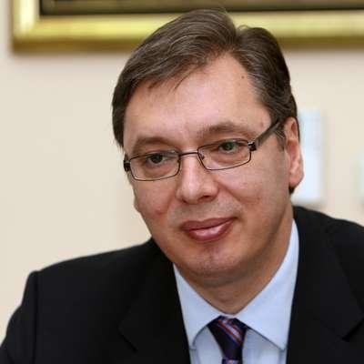 Srbski predsednik Aleksandar Vučić je danes v Kosovski Mitrovici  izjavil, da je laž, da se je dogovoril za predajo Kosova do konca  leta.