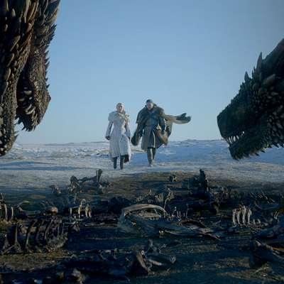 Ameriška televizijska hiša HBO je v noči na ponedeljek po  srednjeevropskem času premierno predvajala prvi del zadnje  sezone epske televizijske serije Igra prestolov. V Sloveniji bodo  ljubitelji sage prišli na svoj račun danes ob 20. uri.