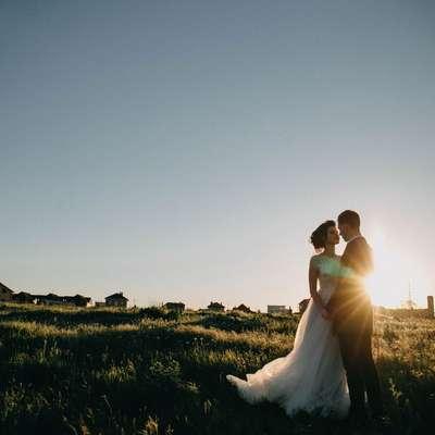 V delu, ki ureja področje sklenitve zakonske zveze, daje zakonik  bodočima zakoncema na voljo več možnih načinov sklenitve  zakonske zveze kot veljavna ureditev. Foto: Unsplash.com