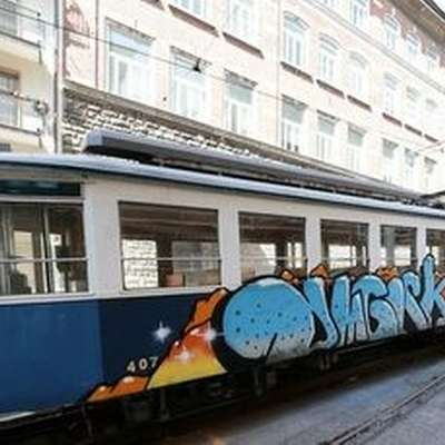 "Openska tramvaja so ""okrasili"" grafitarji"