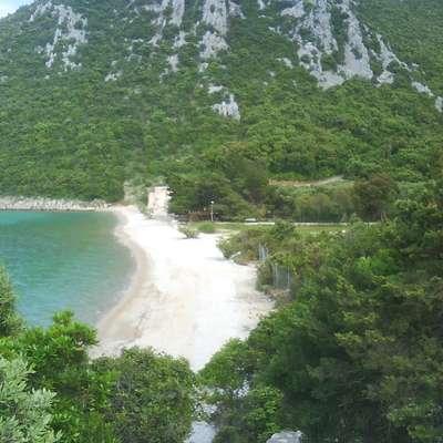 Zaliv Divna na polotoku Pelješac, kjer je modras ugriznil otroka.  Foto: Wikipedia