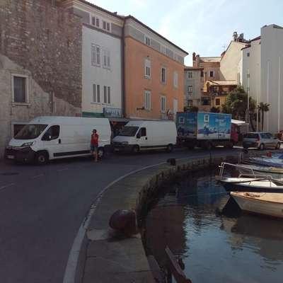 Jutranja dostava v Piranu odslej na ribiškem pristanišču