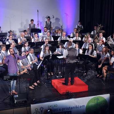 Pihalni orkester z Rudijem Bučarjem ... Foto: Zdravko Primožič/FPA