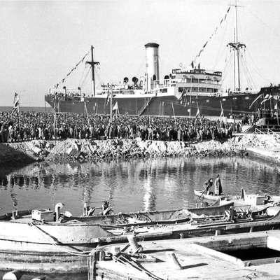 Ladja Gorica, takrat še piranske Splošne plovbe je bila prva  čezoceanka, ki se je privezala ob luški pomol.